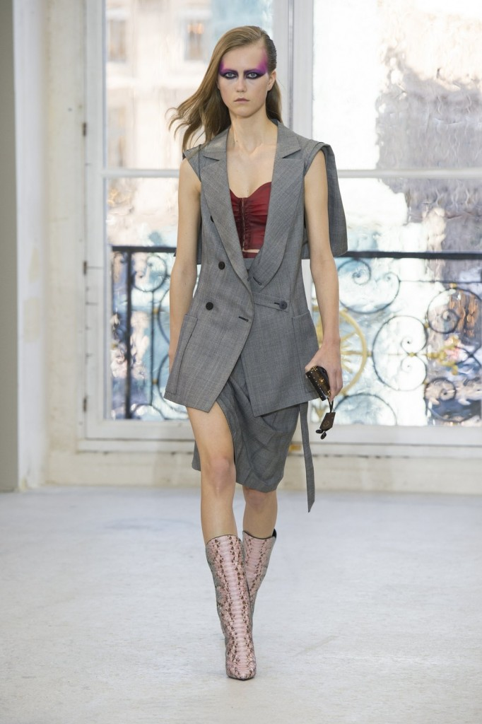 Fashion Week Paris Spring-Summer 2017: Louis Vuitton.