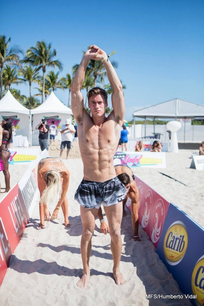 South Beach se llena de gente bella con el torneo 'Model Volleyball 2017'
