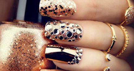 Fashionable Holiday Nails!