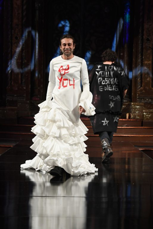 Artista Domingo Zapata presentó Desfile 'Be Yourself, Tags are for Facebook' en New York Fashion Week
