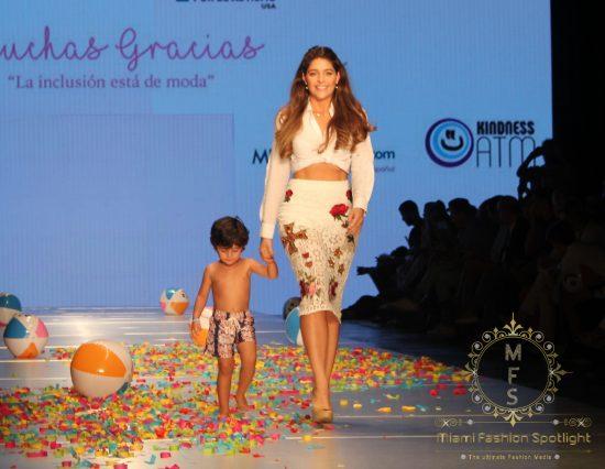 Hijos de Celebridades Latinas Caminan La Pasarela del Miami Fashion Week Con 'La Inclusión está de Moda' de Pamela de Haro