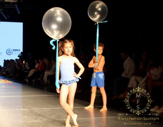 Hijos de Celebridades Hispanas Caminan La Pasarela del Miami Fashion Week Con 'La Inclusión está de Moda' de Pamela de Haro