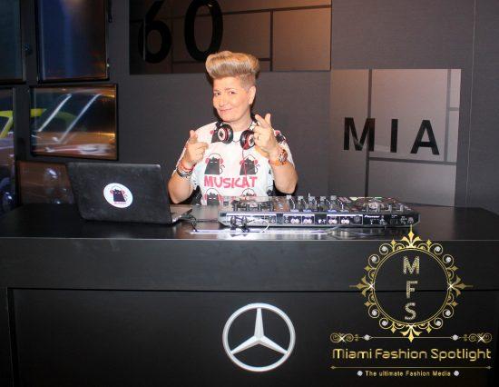 Lisu Vega presenta proyecto de arte 'One Love' en la tienda Mercedes-Benz en Aventura Mall