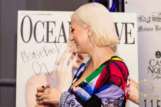 La revista Ocean Drive celebró la edición de octubre con la fashion influencer y cantante, Caroline Vreeland