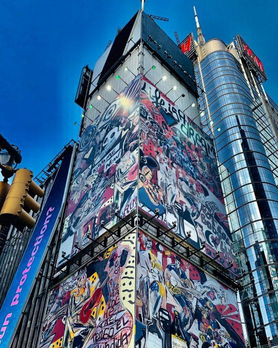Domingo Zapata pinta mural de 15 pisos en Times Square, el más grande en la historia de Nueva York
