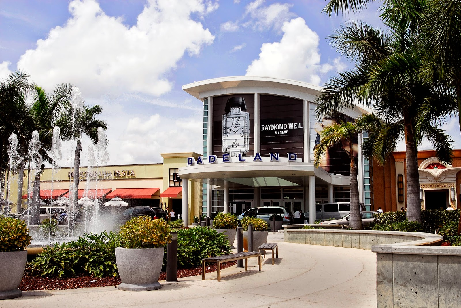 Cupid's Arrow Strikes at Dadeland Mall this Valentine's Day