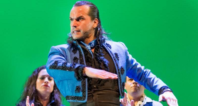 Pepe Flores: Fuerza flamenca junto al ballet Flamenco la Rosa
