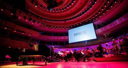 La Miami Symphony y Eduardo Marturet traen de vuelta MISOCHIC con el ícono de la moda Angel Sanchez